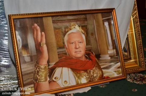 V. Pšonka, buvęs Ukrainos generalinis prokuroras, žaidžia Cezarį. Galiu garantuoti, tai neatsitiko per vieną dieną.